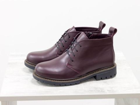 Женские ботинки натракторной подошве из кожи бордового цвета