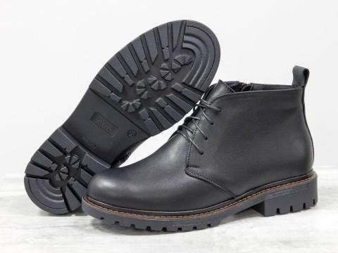 Женские ботинки натракторной подошве из кожи черного цвета на шнуровке