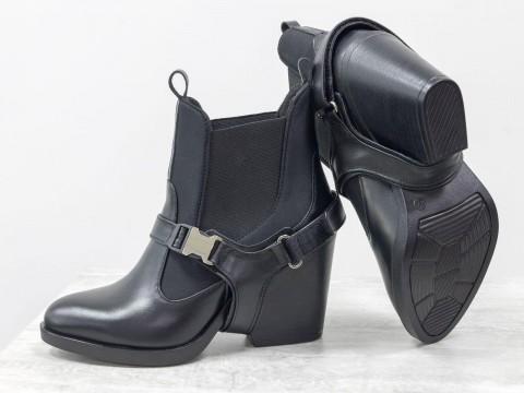 Женские ботинки с портупеей из натуральной черной кожи на удобном каблуке
