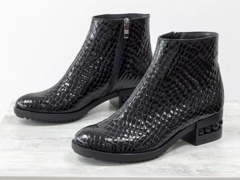 """Женскиелакированные ботинки в текстуре  """"питон"""" черного цвета"""