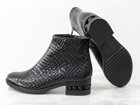Женскиелакированные ботинки из натуральной кожи на каблуке с жемчугом