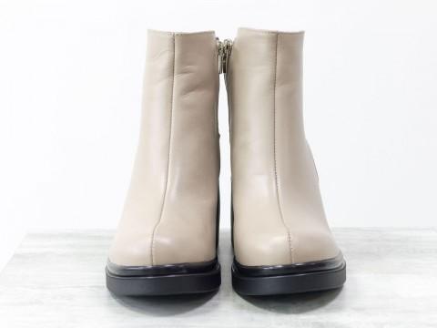 Женские осенние ботинки из натуральной кожи бежевого цвета на среднем каблуке