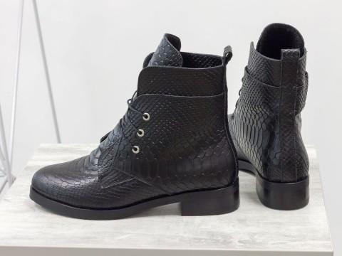 Женские весенние ботинки черного цвета из кожи питон, Б-1789-02