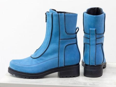 Женские высокие ботинки из натуральной замши голубого цвета