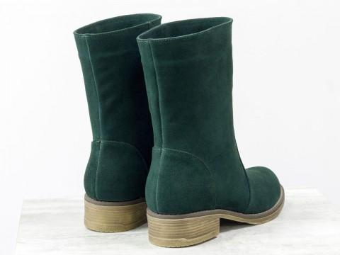 Женские замшевые ботинки зеленого цвета на маленьком каблуке