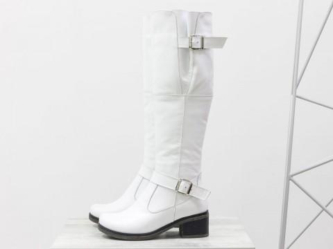 Белые высокие сапоги из натуральной кожи на маленьком каблуке