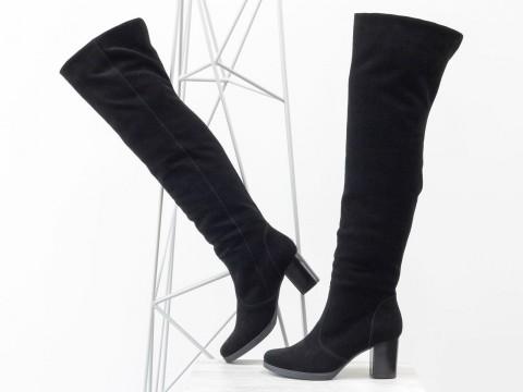 Черные замшевые ботфорты на удобном каблуке, сезон осень-зима
