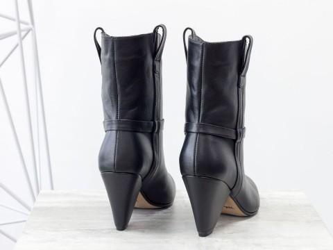 Сапоги-казаки черные из натуральной кожи на треугольном каблуке