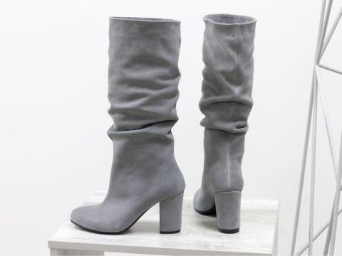 Сапоги с гармошкой из замши светло серого цвета на каблуке, М-17400/1-11