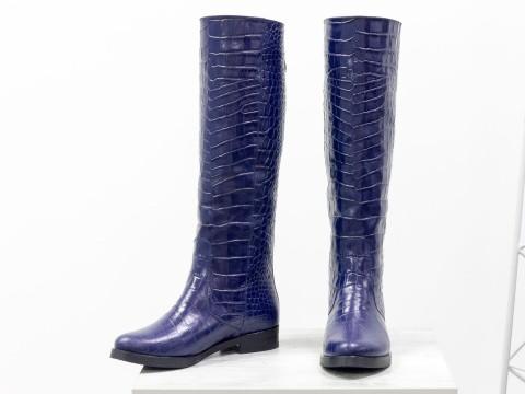 Синие женские сапоги из натуральной блестящей кожи на маленьком каблуке