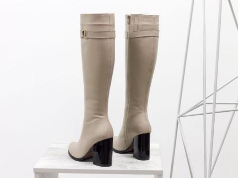 Высокие сапоги на каблуке из натуральной кожи бежевого цвета, М-17405-02