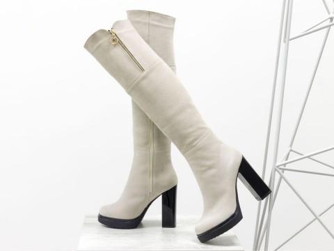 Высокие замшевые ботфорты бежевого цвета на каблуке, М-16073-08