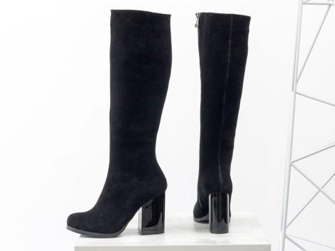 Высокие замшевые сапоги на каблуке черного цвета, М-17405-04