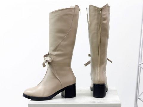 Женские бежевые сапоги из кожи на каблуке, сезон осень-зима