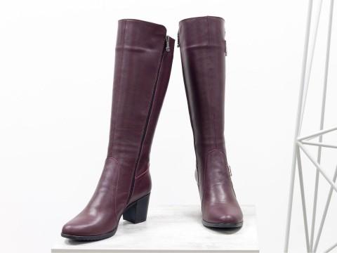 Женские бордовые сапоги из натуральной кожи на среднем каблуке