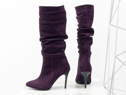 Женские сапоги-гармошки на шпильке из замши фиолетового цвета