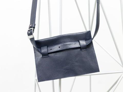Женская сумка на пояс из натуральной кожи-флотар синего цвета