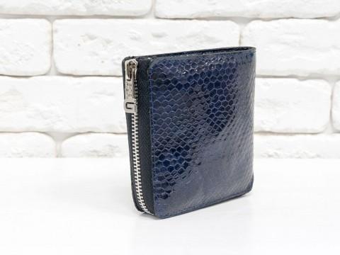 Женскийлаковый кошелек из натуральной кожи синего цвета питон