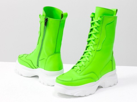 Высокие неоновые ботинки берцы салатового цвета из натуральной матовой кожи