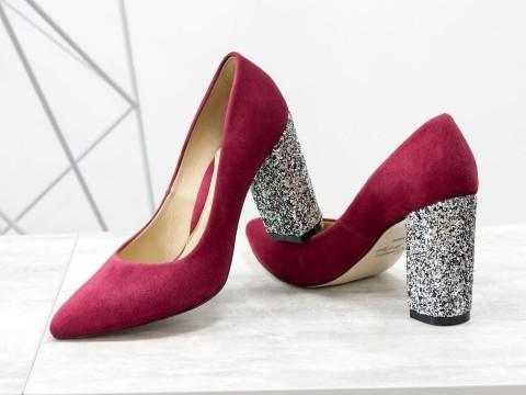 Бордовые туфли из натуральной замши на каблуке с блестками