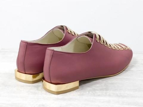 Женские дизайнерские туфли из кожи пионового цвета на шнуровке