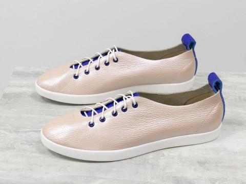 Женские спортивные туфли цвета пудры с вставками из ярко-синей кожи, Т-17412-13