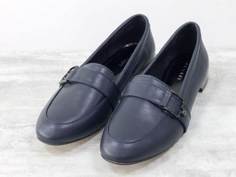 Женские туфли лоферы из натуральной кожи синего цвета