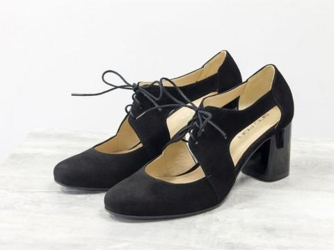 Женские туфли на шнуровке из натуральной черной замши на среднем каблуке