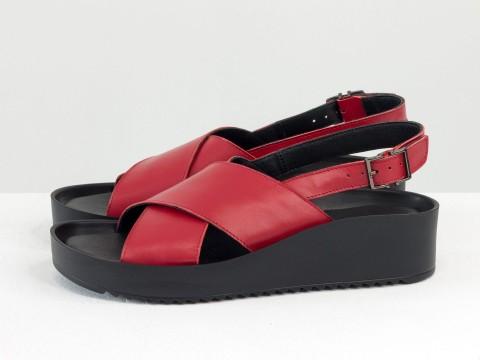 Красные босоножки из натуральной кожи на платформе черного цвета , С-2150-02