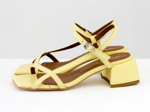 Дизайнерские желтые босоножки на каблуке из натуральной итальянской кожи, С-2141-10