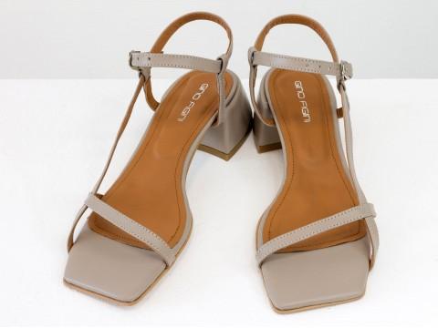 Дизайнерские бежевые босоножки на обтяжном каблуке  из натуральной итальянской кожи