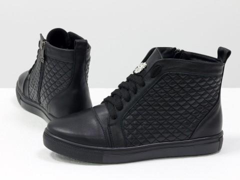 Высокие кеды на шнуровке из натуральной стеганой кожи черного цвета  на черной подошве