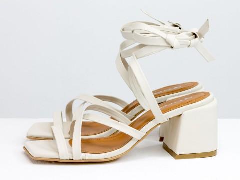 Дизайнерские бесшовные босоножки на завязках, выполнены из натуральной итальянской кожи молочного цвета, С-2145-03