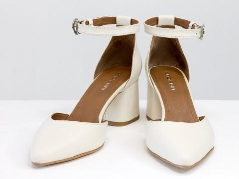 Женские классические туфли с ремешком из натуральной кожи молочного цвета