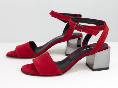 Женские красные босоножки из натуральной замши на квадратном каблуке