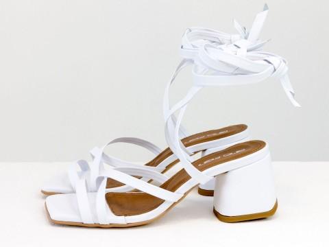 Дизайнерские бесшовные босоножки на завязках, выполнены из натуральной итальянской кожи белого цвета, С-2145-06