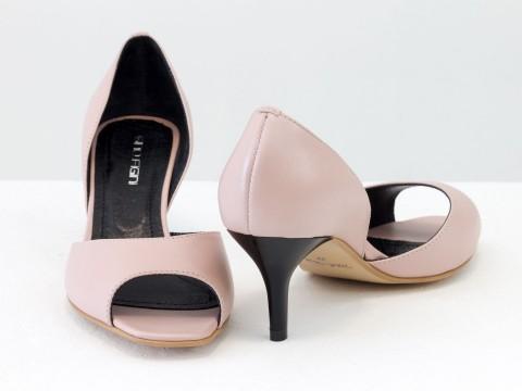 Летние туфли с открытым носиком на невысокой шпильке из натуральной кожи розового цвета