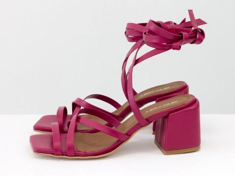 Дизайнерские бесшовные босоножки на завязках, выполнены из натуральной итальянской кожи коричневого цвета, С-2145-04