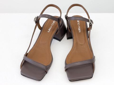 Дизайнерские сиреневые босоножки на обтяжном каблуке  из натуральной итальянской кожи