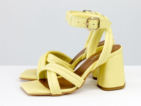Дизайнерские желтые босоножки на расклешенном каблуке из натуральной итальянской кожи, С-2042-04