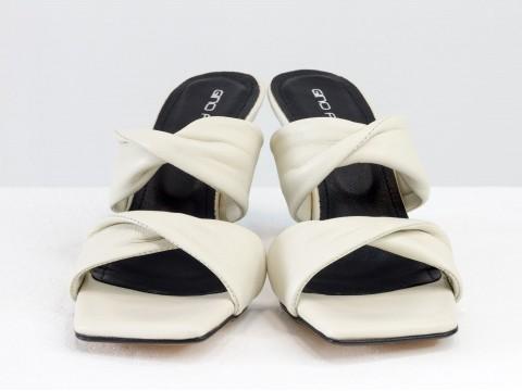 Дизайнерские молочные шлепанцы на  матовом каблуке рюмочка из натуральной итальянской кожи