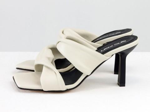 Дизайнерские молочные шлёпанцы на каблуке из натуральной мягчайшей  итальянской кожи, С-2137-02