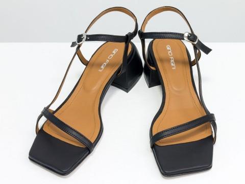 Дизайнерские черные босоножки на обтяжном каблуке  из натуральной итальянской кожи