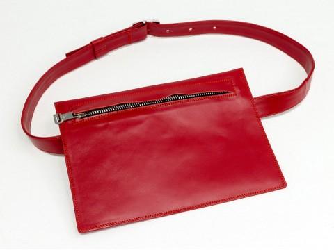 Женская сумка на пояс из натуральной кожи красного цвета
