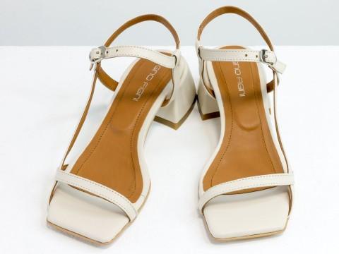 Дизайнерские молочные босоножки на обтяжном каблуке  из натуральной итальянской кожи