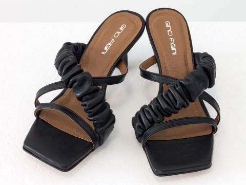 Дизайнерские черные шлепанцы на  матовом каблуке рюмочка из натуральной итальянской кожи