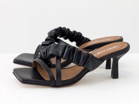 Дизайнерские черные шлёпанцы на каблуке из натуральной итальянской кожи, С-2144-01