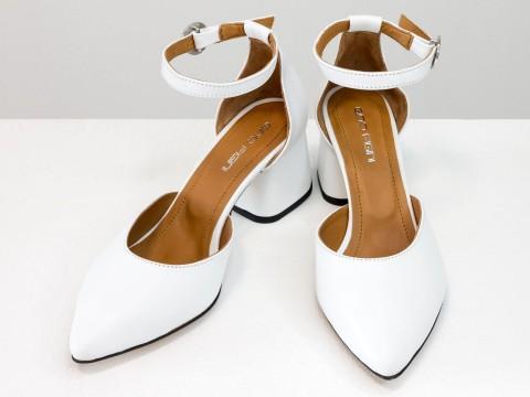 Женские классические туфли с ремешком из натуральной кожи белого цвета