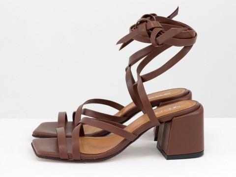 Дизайнерские бесшовные босоножки на завязках, выполнены из натуральной итальянской кожи коричневого цвета, С-2145-01