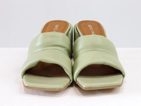 Дизайнерские оливковые шлепанцы на  матовом каблуке из натуральной итальянской кожи